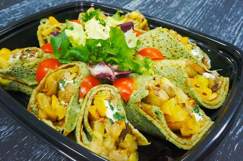 Шпинатный ролл с запеченными овощами